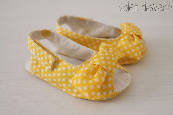 zapatos Kimono para bebé zapatos de bebé Kimono por VioletDesvarie                                                                                                                                                                                 Más