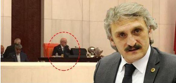 AKP'li 'Yeliz'den 'papyonsuz ve fraksız' Meclis Başkanı selfie'si.. - http://jurnalci.com/akpli-yelizden-papyonsuz-ve-fraksiz-meclis-baskani-selfiesi-85854.html