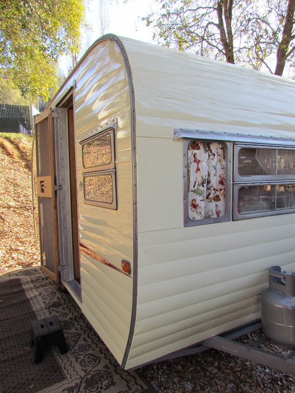Vintage Camper Trailers ... just in case the whole house thing doesn't work out:)