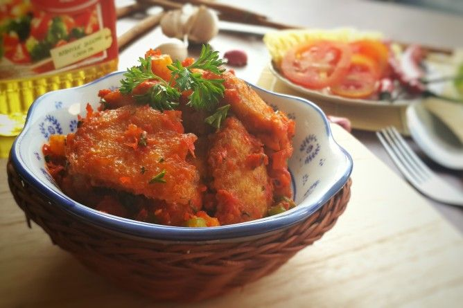 Boneless Chicken Wings with Indonesian Pineapple Chili Relish  Dare to try this spicy wings? The taste is so Indonesian! Visit our blog to read more about the recipe.
