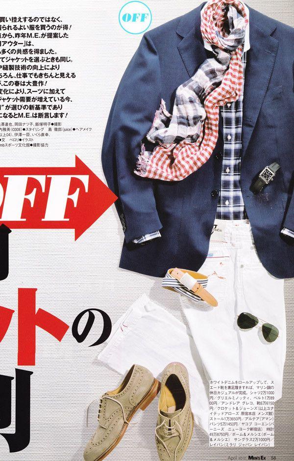 blazer azul marinho com calça branca e sapatos claros para visual despojado no verão