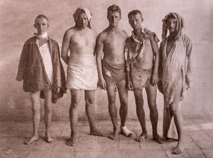 German Lieutenant Hans Lührs (centre) and his men after crossing the desert and being repeatedly robbed by locals. 4 days earlier they successfully sabotaged British oil pipelines near Amara (1915)