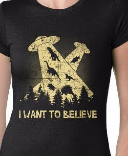 Womens I Want To Believe UFO Dinosaurs Shirt Scifi Geek Nerd T-Shirt S-2Xl