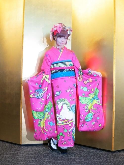 きゃりーぱみゅぱみゅ振り袖で渋谷区成人式に登場