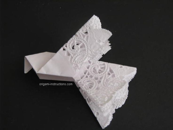How to fold round paper doilies into doves. These would be great for Pentecost…