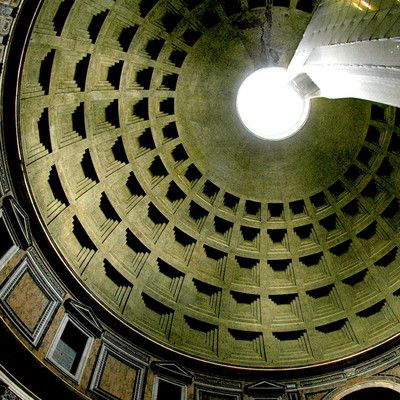 Какой породы камень был использован для создания купола Пантеона в Риме? пемза! Пористый, легкий камень использовался для производства бетона, с целью снижения веса. Марк и Хатчисон подсчитали, что при использовании обычного бетона расчетное давление было бы на 80% больше. Та же техника была использована в перекрытиях Колизея.