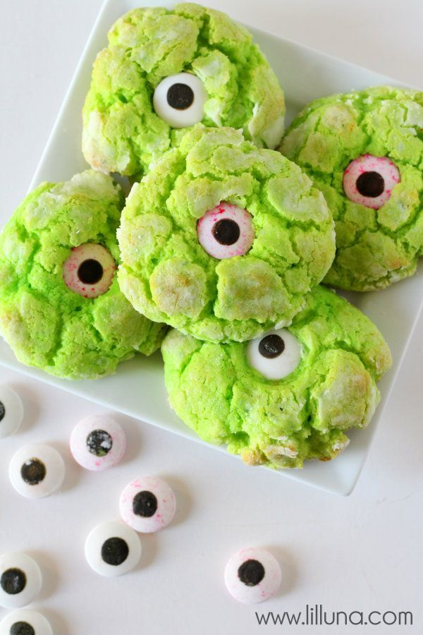 Cute monster eye cookies for a kids Halloween party....These eyes are in the Wilton section at Walmart and Hobby Lobby..