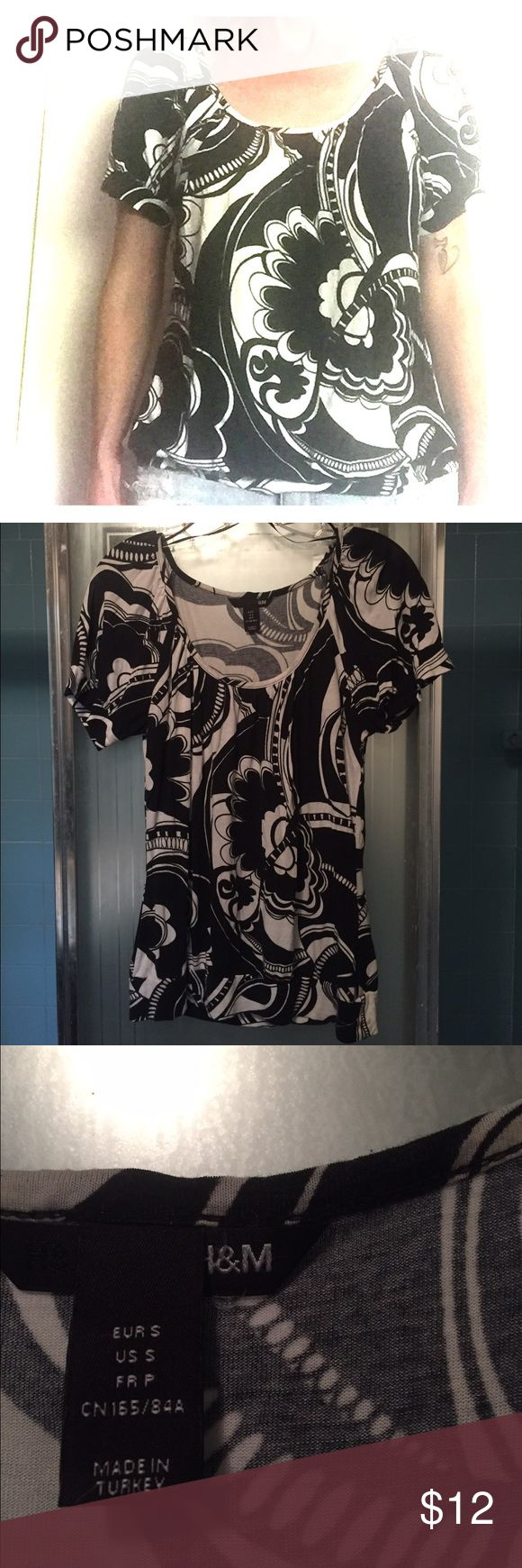 B&W floral tee Cute women's size S black & white floral swirl tee. GUC H&M Tops Tees - Short Sleeve