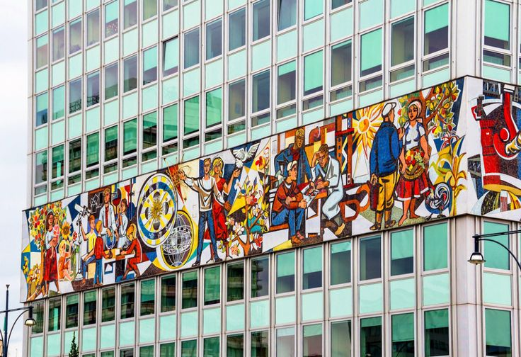 Haus des Lehrers, La casa del maestro- Berlin -Mural de 875 m2 y 800.000 peces de vidre esmaltat i ceràmica