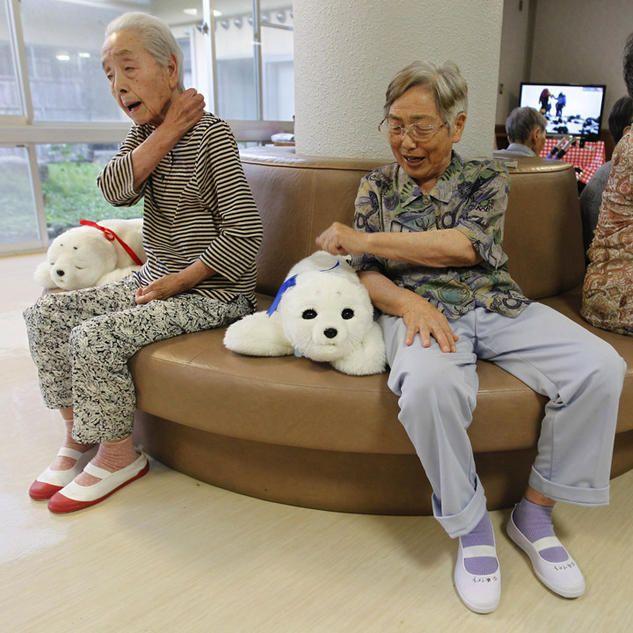 humanoid robot old people - Google zoeken