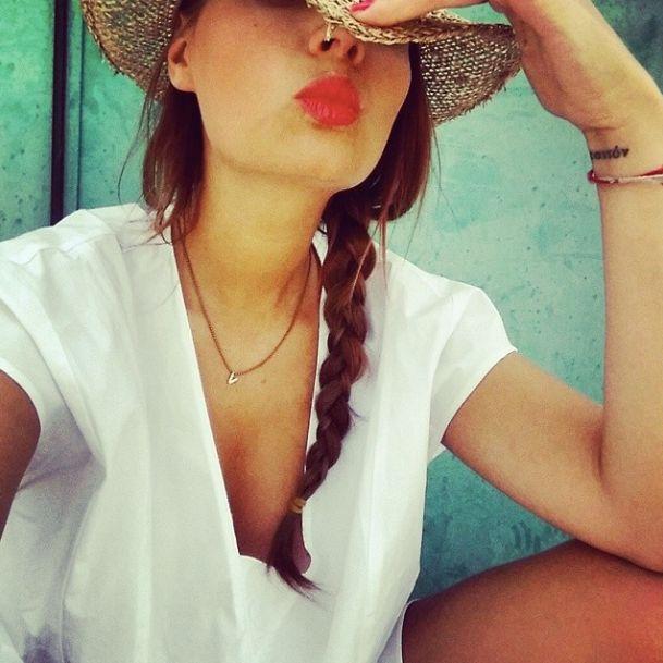 Estate, sole, cappello di paglia e girocollo personalizzato della collezione Letterine firmata Pepenero Milano Gioielli: Veronica Ferraro di The fashion fruit non potrebbe chiedere di meglio! - girocollo a partire da € 195. http://tinyurl.com/njkx8s8