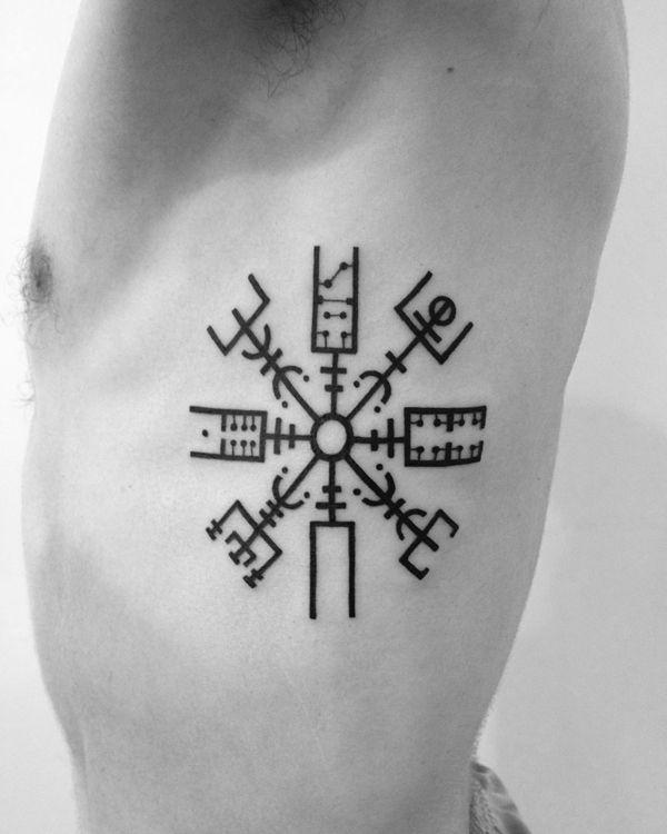 Schönes geometrisches Tattoo