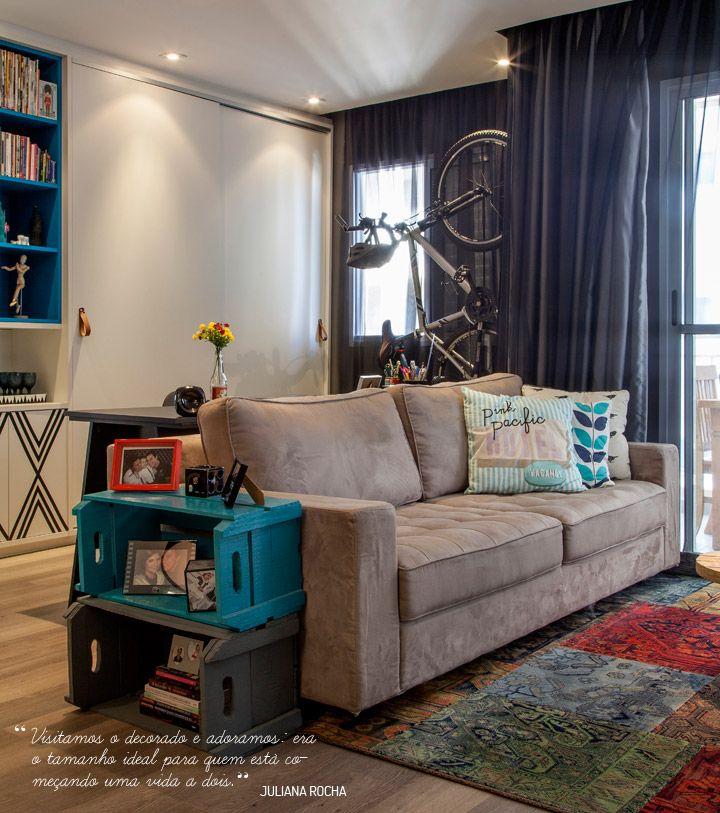 com um toque alternativo a decoração da sala, os caixotes de feira também dão funcionalidade e beleza a esta sala.