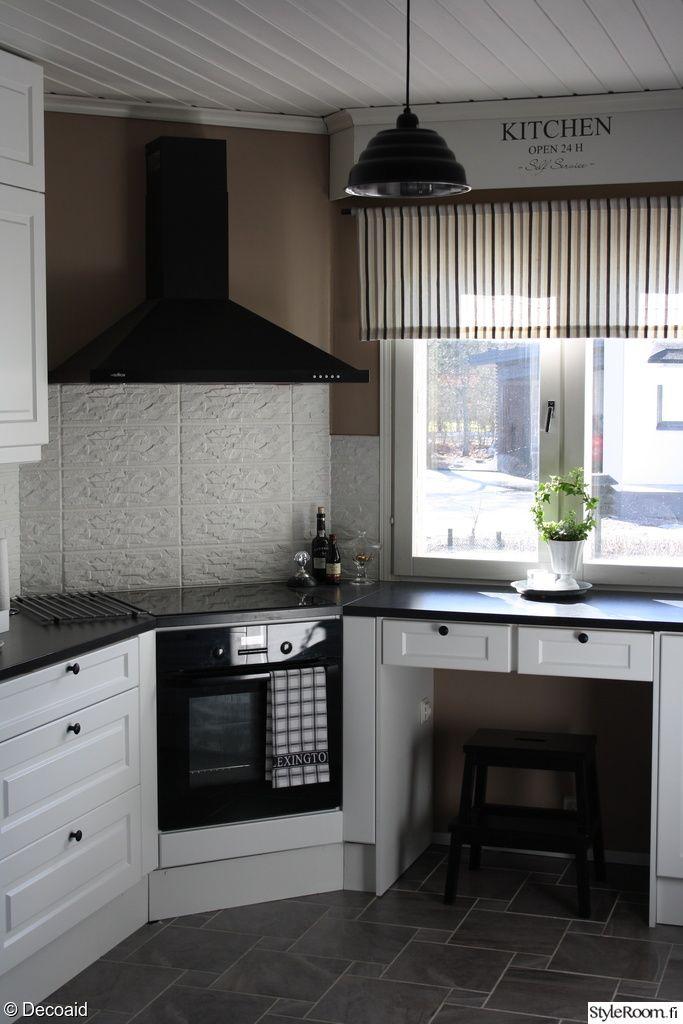 valkoinen keittiö,valkoinen välitila laatta,valkoinen