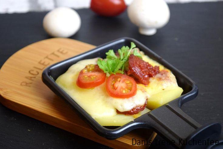Ein Raclettepfännchen Chorizo wird durch die span. Wurst dominiert, die mit Kartoffeln und Käse überbacken wird. Die Kartoffeln gare ich in meinem Thermomix