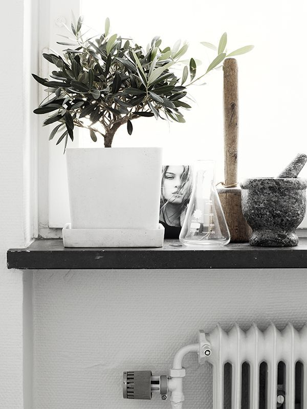 black totes The cozy home of Annie Lindgren   via cocolapinedesign com