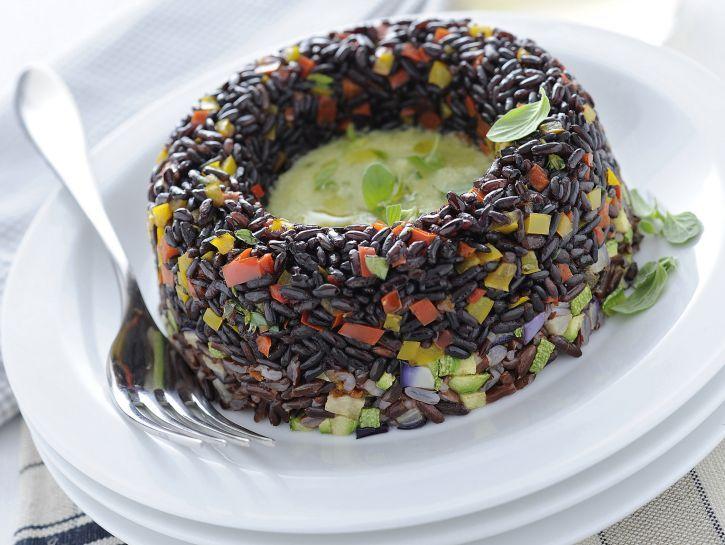 timballini-di-riso-bicolore-con-verdure immagine