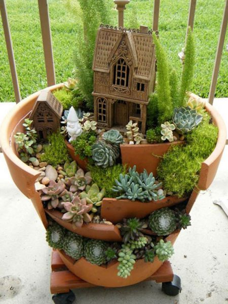 Fairy Gardens with Succulents from Broken Pots - See more at: http://worldofsucculents.com/fairy-gardens-succulents-broken-pots