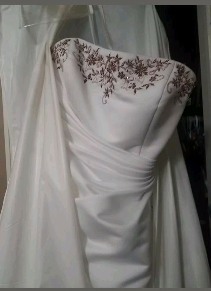 Les Soirees White A Line Wedding Dress With Maroon Floral Accents