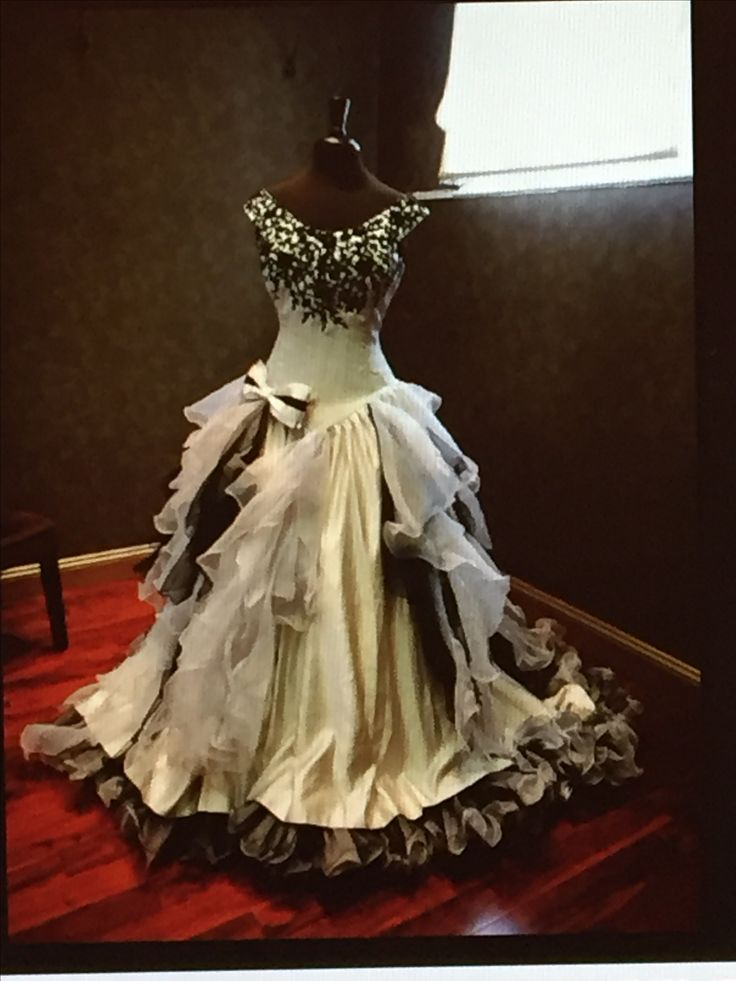 Organza Black And White Bridal Gowns Ball Gown Gothic Wedding Dress Custom Size