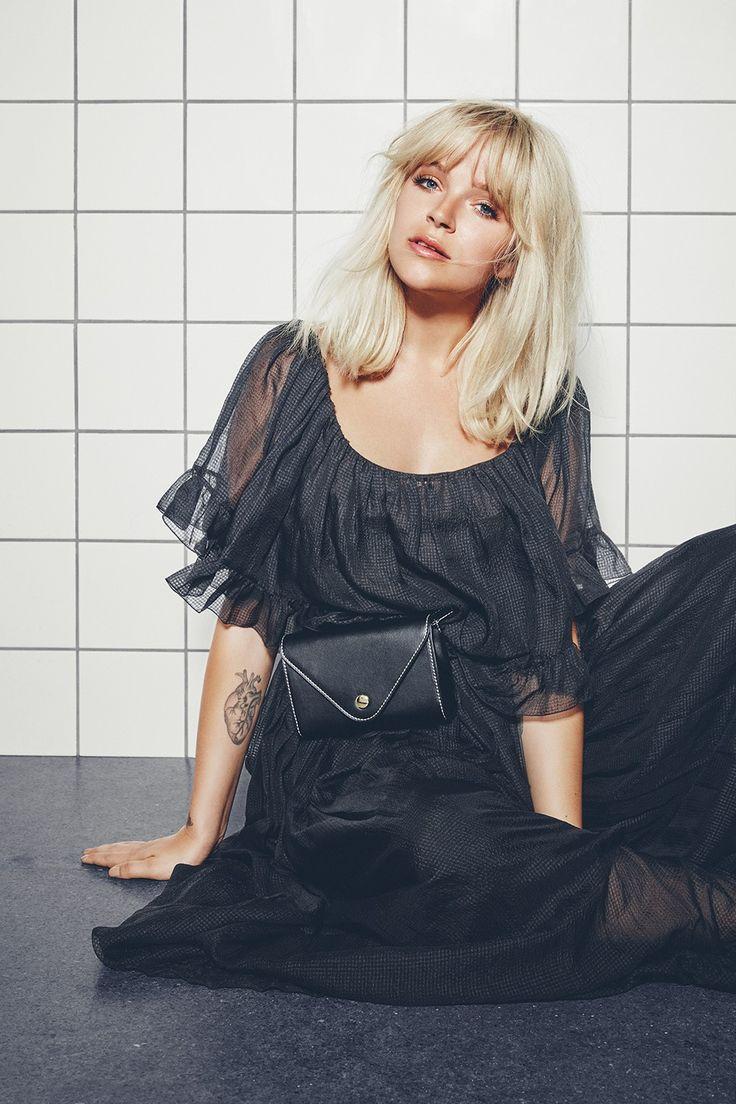 Marie Jedig x Markberg | Classic black and retro look | Tut Bum Bag