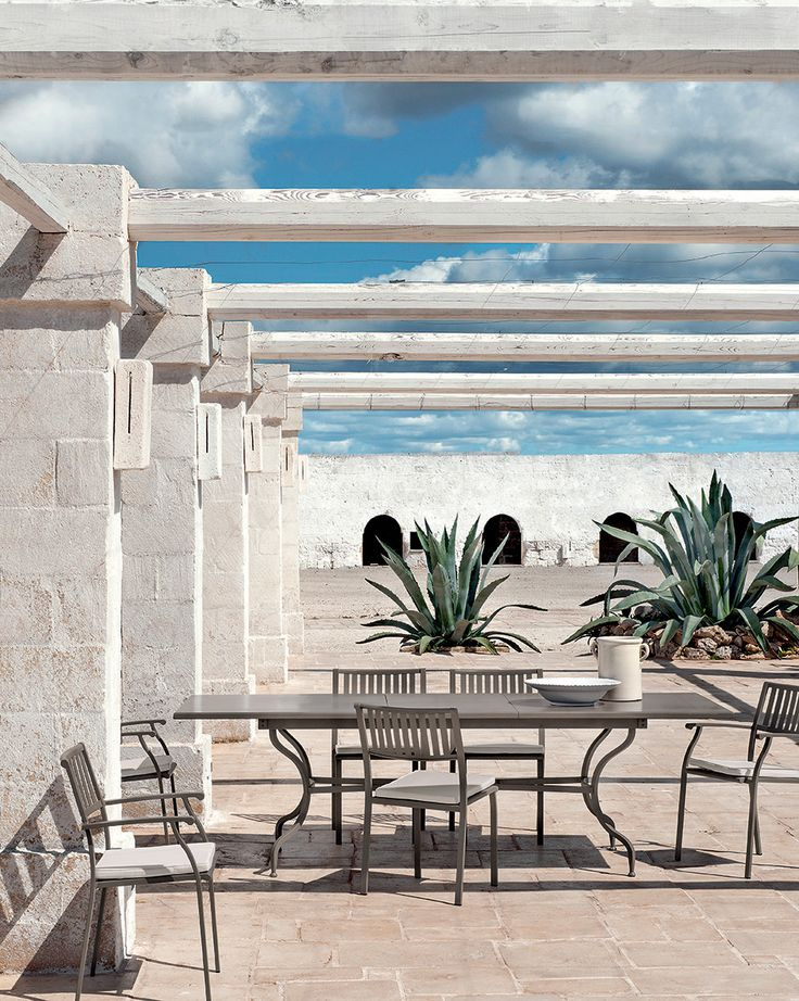 Elisir, outdoor furniture collection inspired by classic design. Chairs and table in steel. Elisir, collezione di arredi outdoor ispirati alle linee classiche. Sedie e tavolo in acciaio. #Ethimo #design #architecture #outdoor #furniture #sofa #armchair #coffeetable #garden #luxury #outdoordesign #ideas #inspiration #style