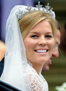 The Festoon Tiara; circa 1973. Owned by Princess Anne. Worn by Autumn Phillips (Princess Anne's daughter-in-law) on her wedding day.