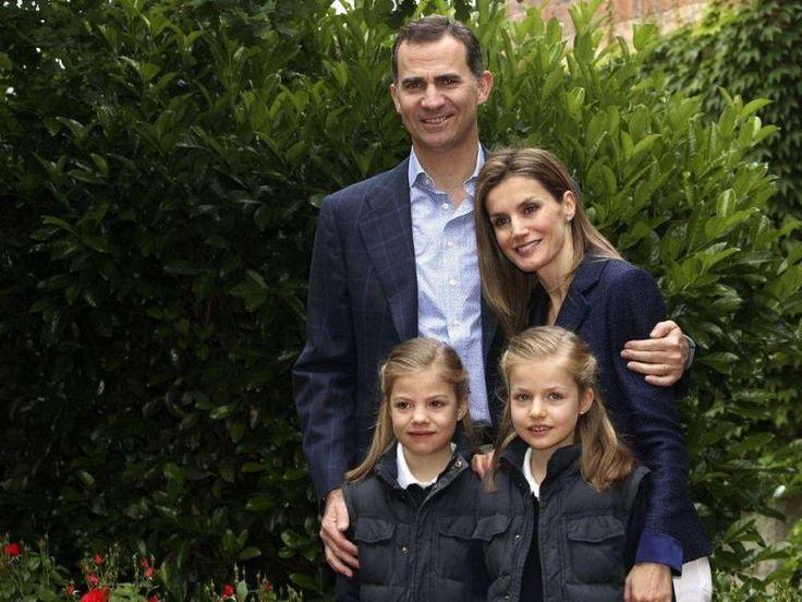 hiszpańska rodzina królewska - król Felipe VI, królowa Letizia, infantka Sofia i infantka Leonor