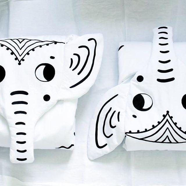 Уффф, выходные пролетели, кучу дел переделала, еще больше не успела🙃 Хотела сейчас сесть и написать что-нибудь умное, но в голове только перекати-поле прошуршало и всё 😆 Так что мистер и миссис Слон желают всем спокойной ночи 🌟 #elephantblanket #wowmomdesign