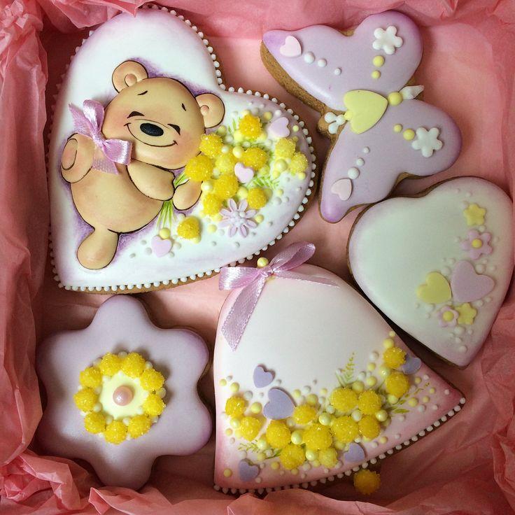 В наличии 8 мимимишных набора к 8 Марта. Размер 15*15.❌продано❌ #8мартапряники #авторскиепряники #подарокна8марта #пряникикиев #пряникиукраина #пряникиназаказ #подарокмаме #подарокподруге #decoratedcookies #icingcookies #cookies #royalicing #icingart #cookiesdesign #cookieart #cookiedecor