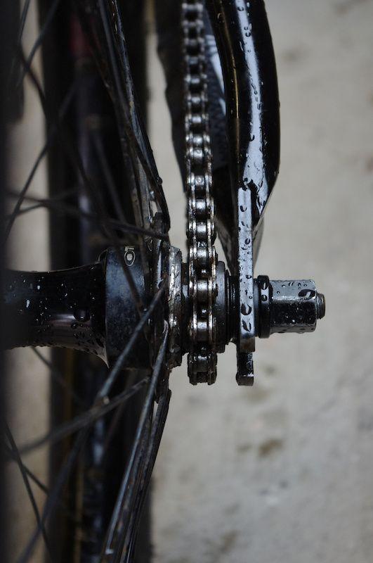 Single speed mountain bike.