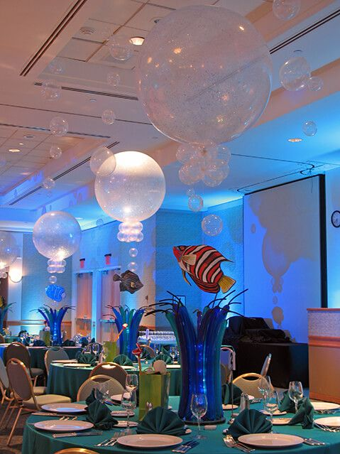 Underwater Themed Balloon Centerpiece Underwater Themed Balloon Centerpiece with Balloon Bubbles and Floating Fish