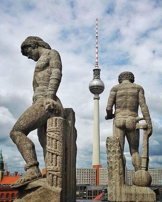 Nackte Tatsachen über den Dächern von Berlin... Foto taken by @taschini68 - edit by @der_photomann