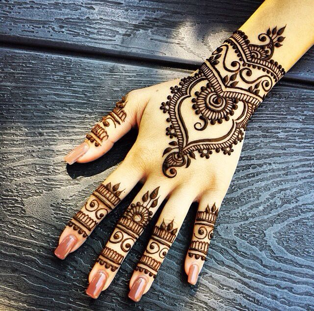 Mehndi pattern. I'd love to have something like this on me but I'm allergic to peroxide and it makes me hate my life