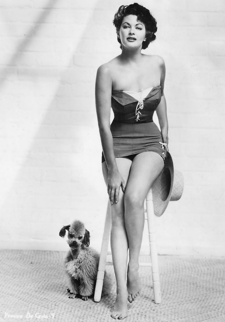 Yvonne De Carlo and her dog