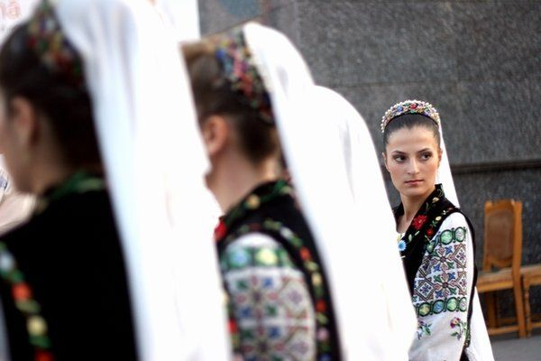 Romania women in traditional costumes romanians romanian people