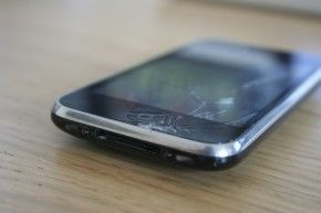 IMG 0037 290x193 How to replace cracked iPhone 3GS screen