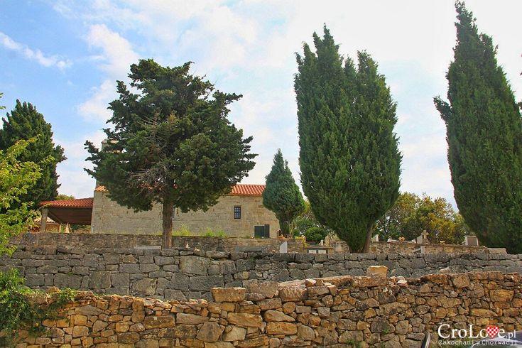 Kościół Św. Hieronima znajdujący się poza murami miasta http://crolove.pl/hum-najmniejsze-miasto-swiata/  #hum #chorwacja #croatia #hrvatska
