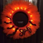 glowing-halloween-tulle-wreath