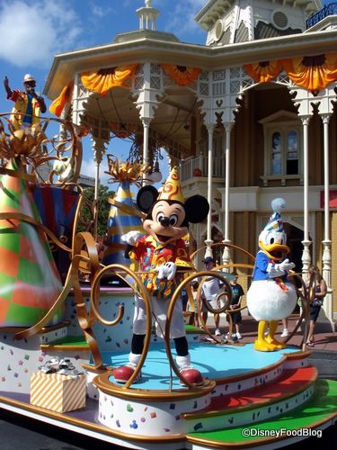 Best Restaurants at Magic Kingdom to View parade