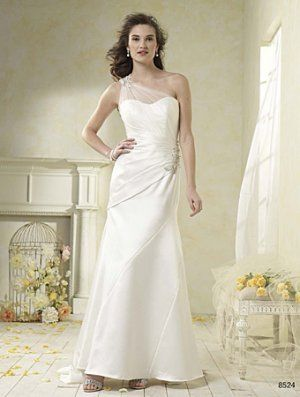 Alfred Angelo Modern Vintage Wedding Dress 8524,  nice pleat and ruch job on the waist, sweep train. It's just elegant!