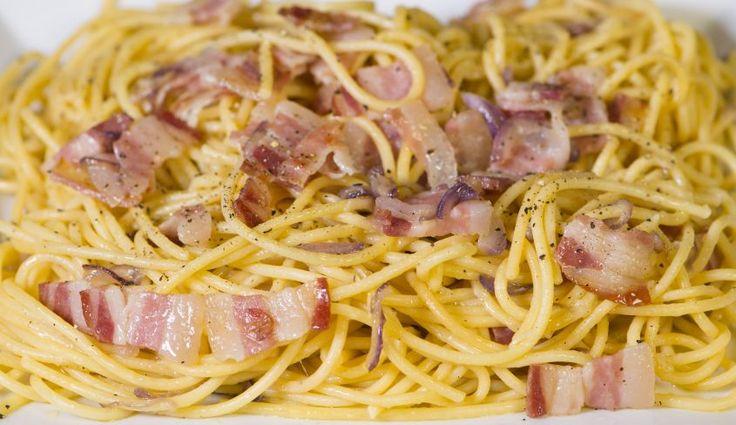 Vediamo insieme come preparare la pasta alla grigia, un'alternativa valida della amatriciana, diciamo la sua antenata, uno dei piatti pricipali della cucina laziale.