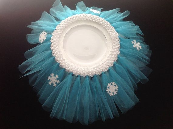 This tutu will stand out on your party table! It is made with tulle to match Queen Elsas dress.