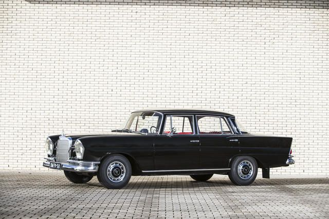 1961 Mercedes-Benz 220 S 'Heckflosse' Saloon