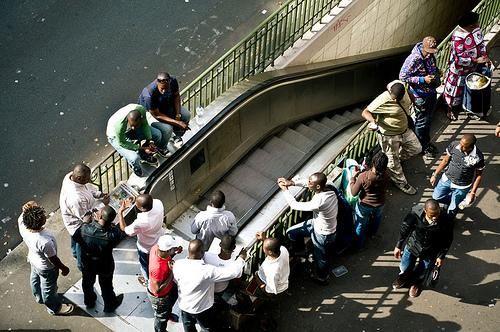 A toi l'honneur !: Discours de Hollande sur l'immigration: Convenu, s...