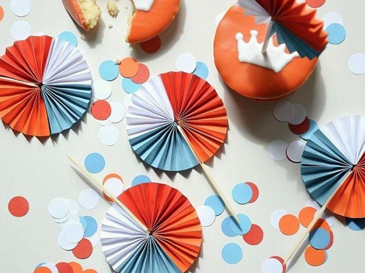 Tutoriales DIY: Cómo hacer rosetones de papel vía DaWanda.com #DIY #DaWanda #hechoamano #diseño #handmade #DIY #Craft #Papel #Paper