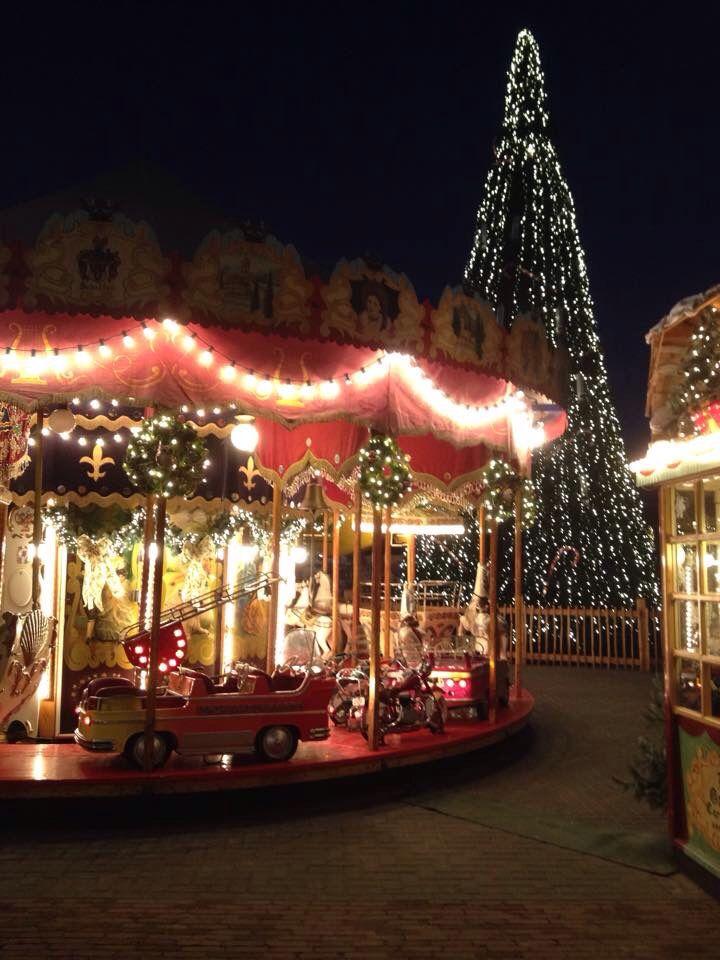 Santa's Village Valkenburg 2014. Nostalgische draaimolen en zingende kerstboom