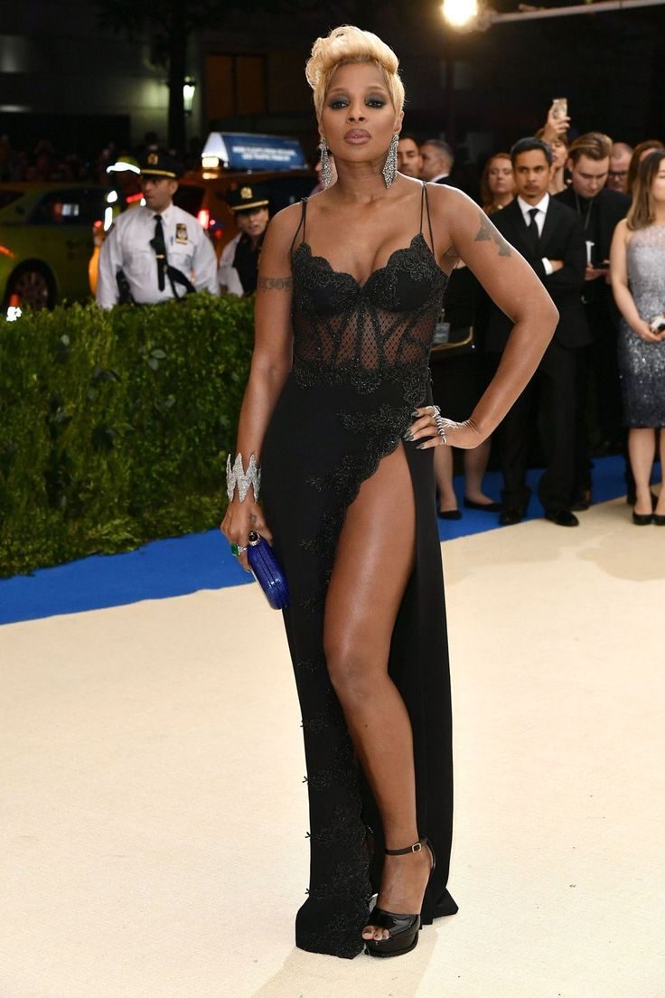14 best red carpet images on Pinterest | Costume, Famous women and ...
