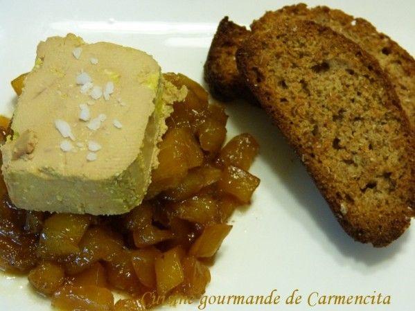 Foie gras de canard et son chutney ananas mangue et toasts de pain d'épices  http://www.carmen-cuisine.com/article-foie-gras-de-canard-et-son-chutney-ananas-mangue-et-toasts-de-pain-d-epices-121648844.html