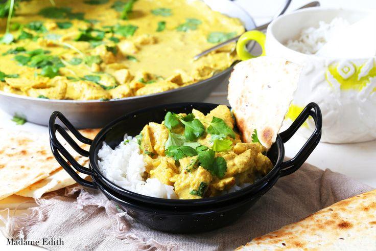 Kurczak w sosie migdałowym (chicken korma) to pyszne i aromatyczne danie kuchni indyjskiej. Sos jest bardzo wyrazisty, ale łagodny w smaku. Dla każdego!